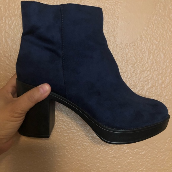 Size 10 Navy Blue Suede Womens Booties